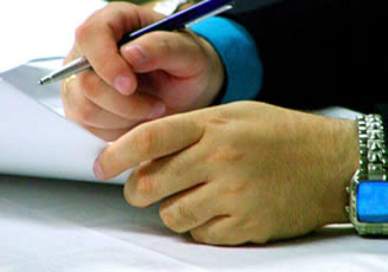 Una vez firmado el contrato es difícil dar vuelta atrás si existen errores en las cláusulas. (Foto: Cortesía SXC)
