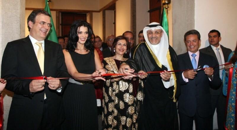 El Jefe de Gobierno acudió al evento de la Embajada de Kuwait acompañado de su esposa.