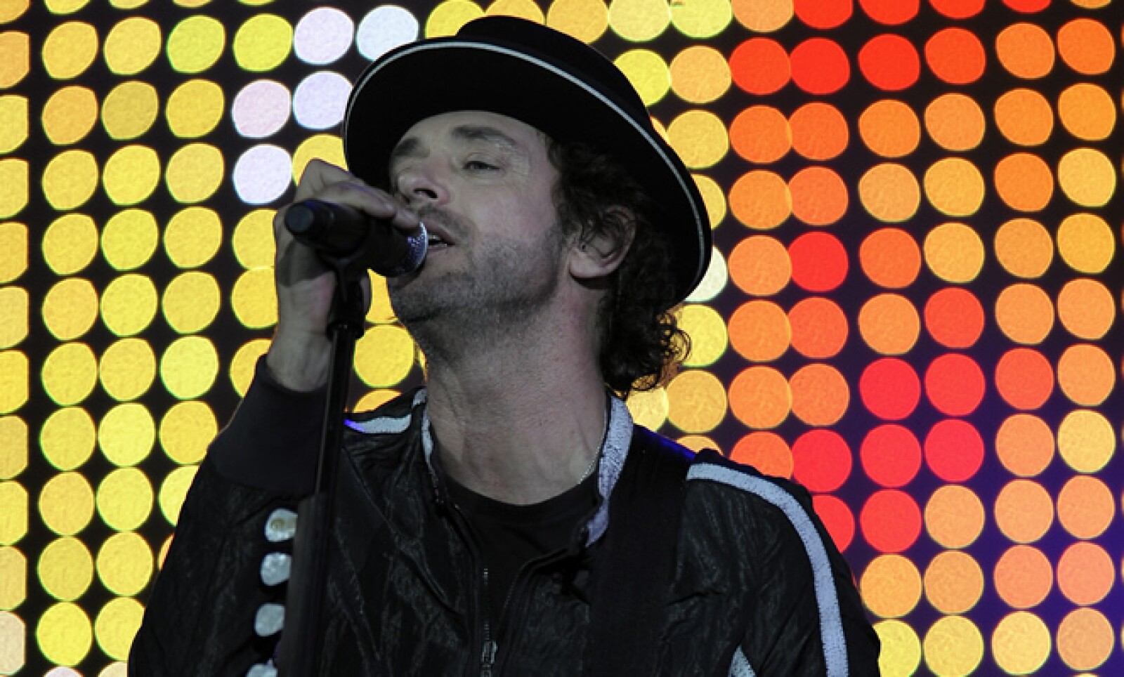 El ícono del rock argentino donó parte de su talento para apoyar asociaciones de caridad como en 2008 cuando cantó para un evento de ALAS.