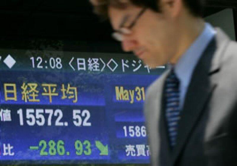 El sismo en Japón, que ha dejado hasta el momento 44 muertos, provocó también pérdidas en las acciones europeas. (Foto: AP)
