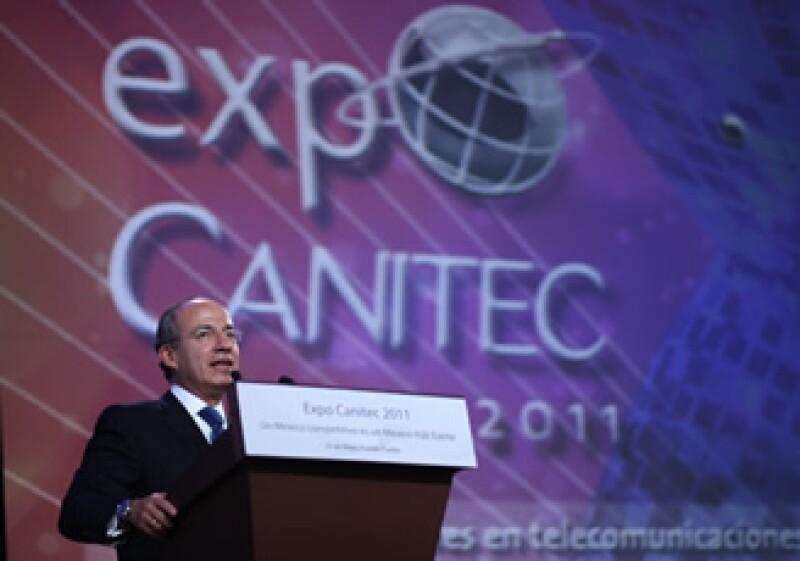 El presidente Felipe Calderón encabezó la comida de inauguración de Expo Canitec 2011, en la ciudad de Puebla. (Foto: Notimex)