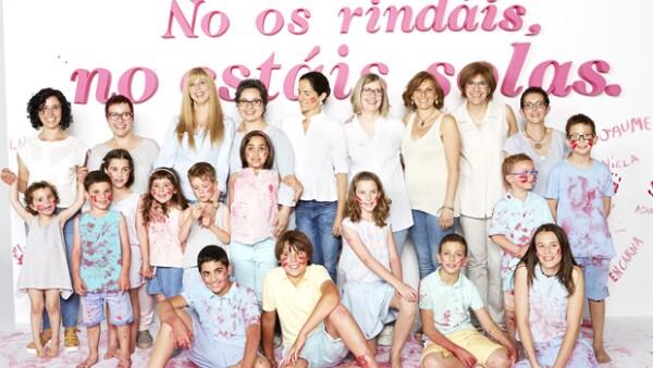 Este octubre rosa, la diseñadora y su hija reúnen a los hijos de un grupo de madres que padecen cáncer y les preparan una sorpresa.