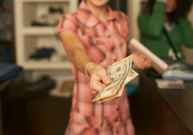 Se sincero, directo y propón plazos para cubrir un préstamo, seas quien pide o da el dinero. En un buen trato ambos ganarán. (Foto: Jupiter Images)