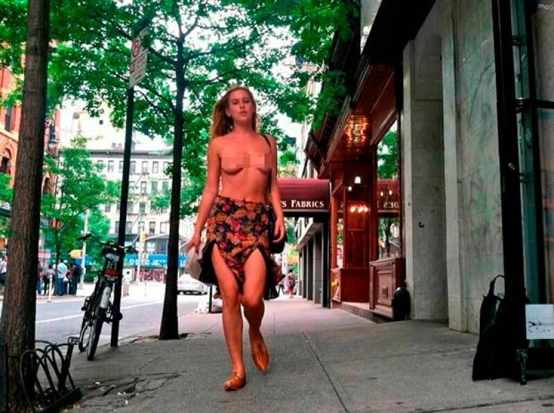 La hija de los actores paseó por Nueva York sin top para demostrar cómo existe más censura en las redes que en la calle.