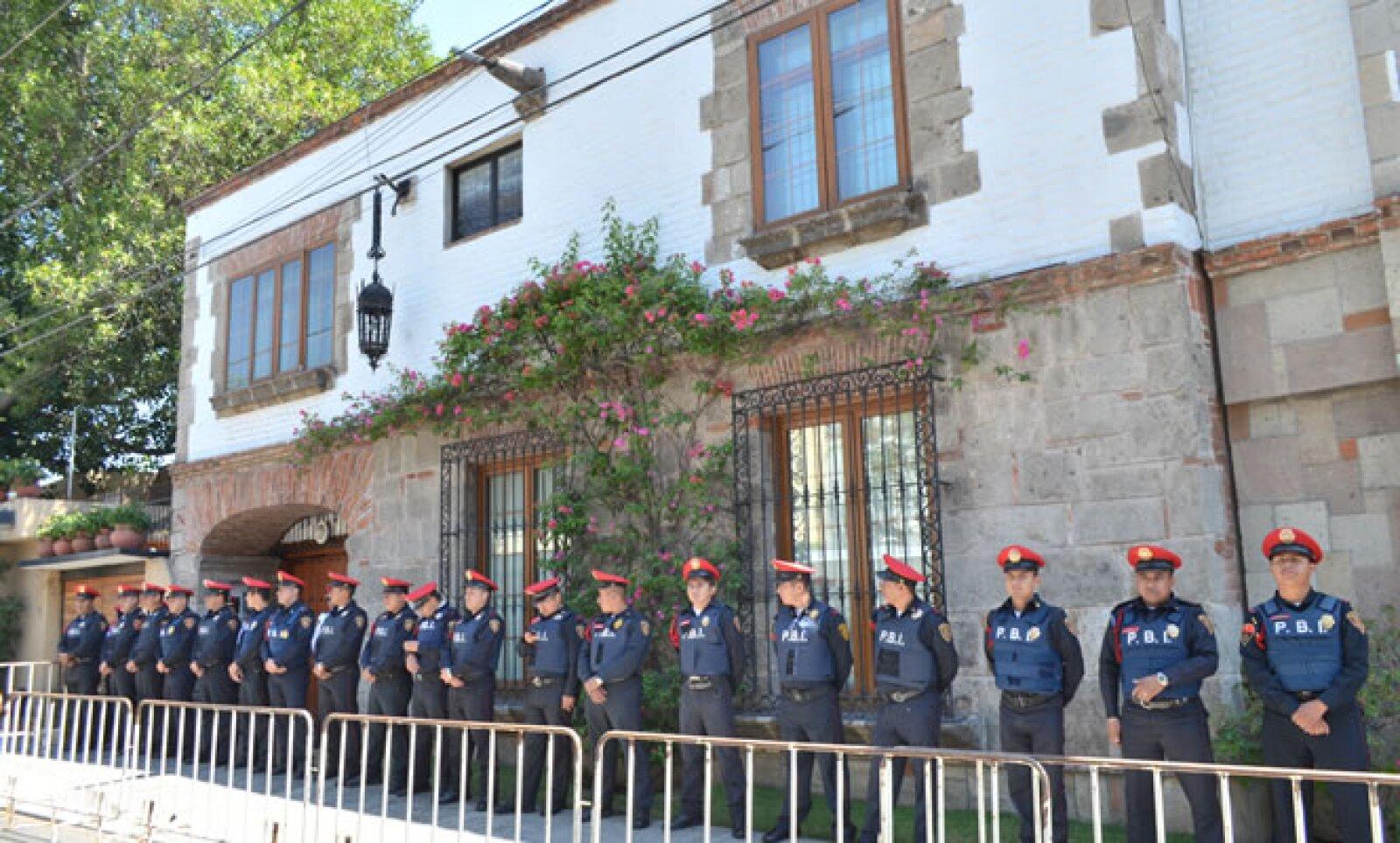 La residencia donde murió el intelectual fue custodiada por cerca de 100 elementos policíacos del Distrito Federal.