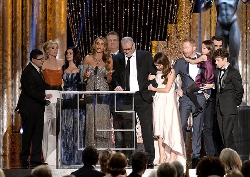 """La colombiana dio un divertido discurso para agradecer el premio otorgado a la serie """"Modern Family"""". En él, agradeció a sus atributos por también formar parte de su desempeño como actriz."""
