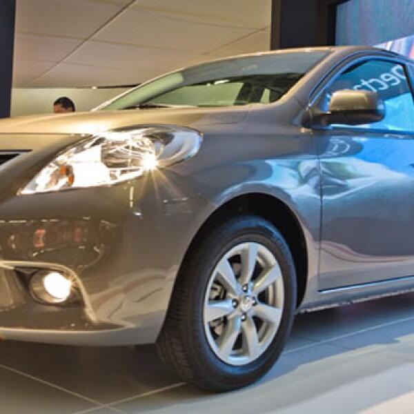 Nissan presentó su segundo producto basado en la plataforma V, el Versa 2012. Un sedán que llega a fortalecer la presencia de la marca en el segmento de los compactos, en donde ya participa con los modelos Sentra y Tiida.