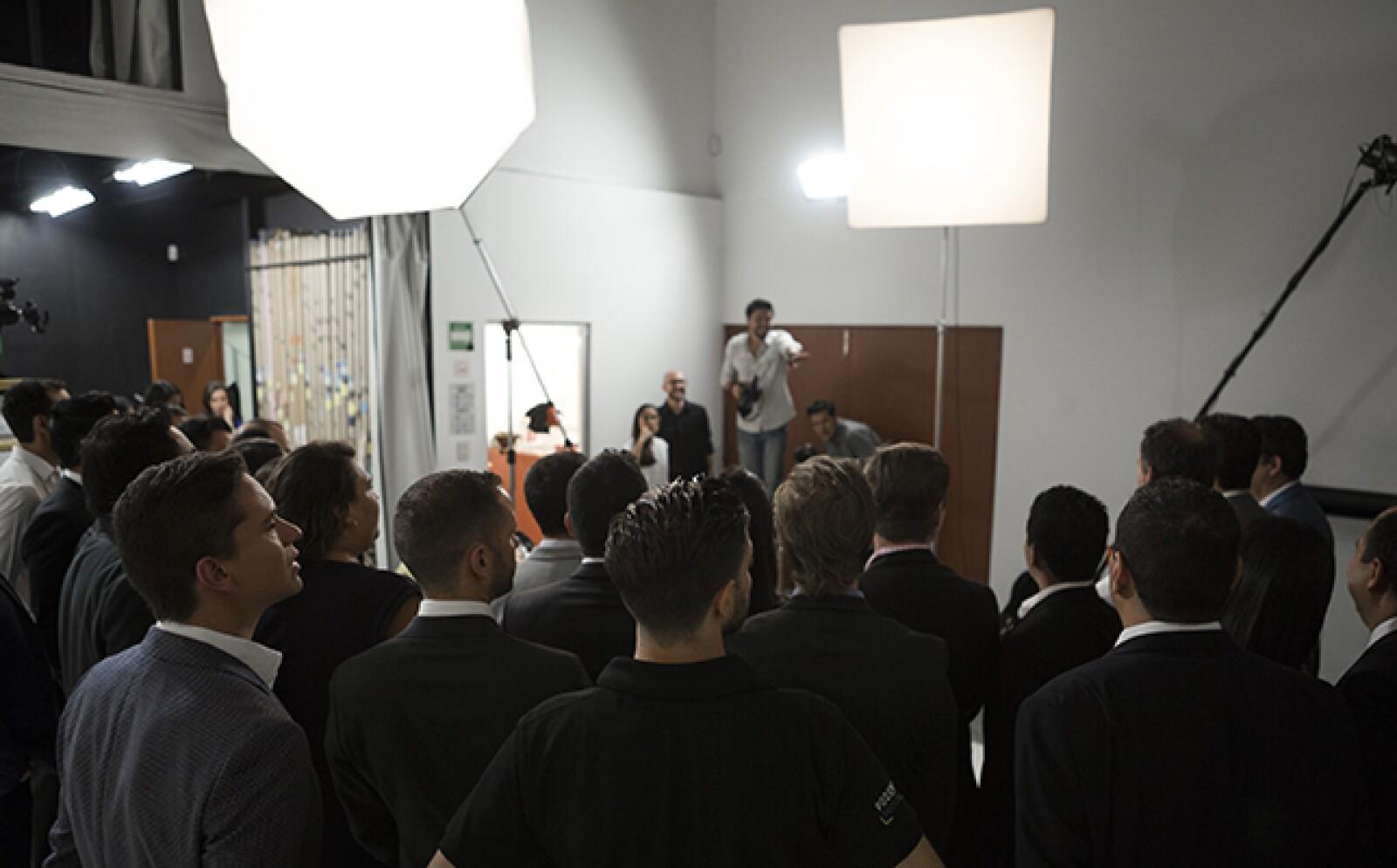 Los Emprendedores 2015 se reunieron en el estudio de fotografía para tomarse la foto oficial de generación. Posteriormente, empresa por empresa llevó a cabo su sesión fotográfica. En agosto, los ganadores aparecerán en la portada de Expansión.