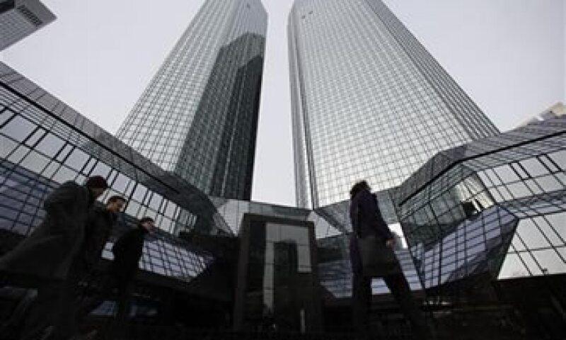 Los bancos buscan rematar algunos activos para recapitalizar a sus negocios centrales. (Foto: Reuters)