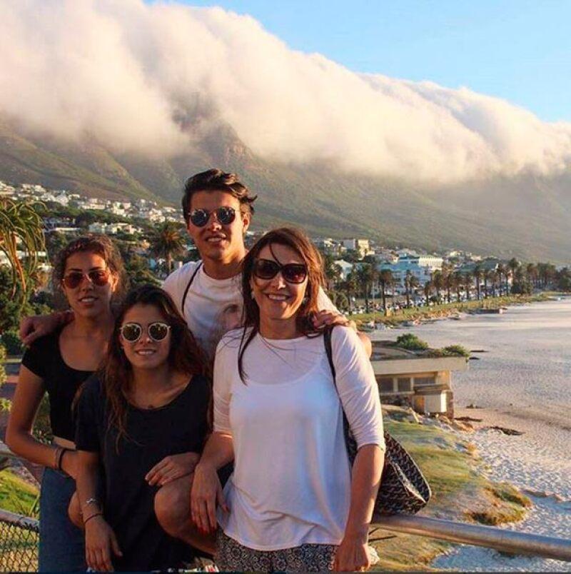 Fernando, de 25 años, celebró su cumpleaños con un viaje a África junto a su novia y su familia.