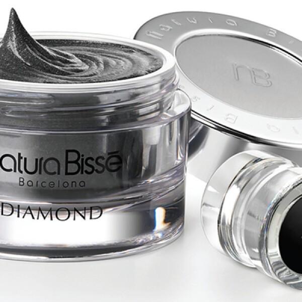 Diamond Sublime es un tratamiento sensorial en cabina. Se trabaja desde la cabeza hasta los pies aplicando aromaterapia, masaje y productos de la marca.