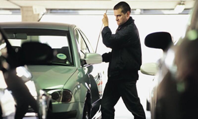 Cambiar tu ruta hacia el trabajo o a tu hogar, puede reducir el riesgo de que te roben el carro: expertos. (Foto: Getty Images)