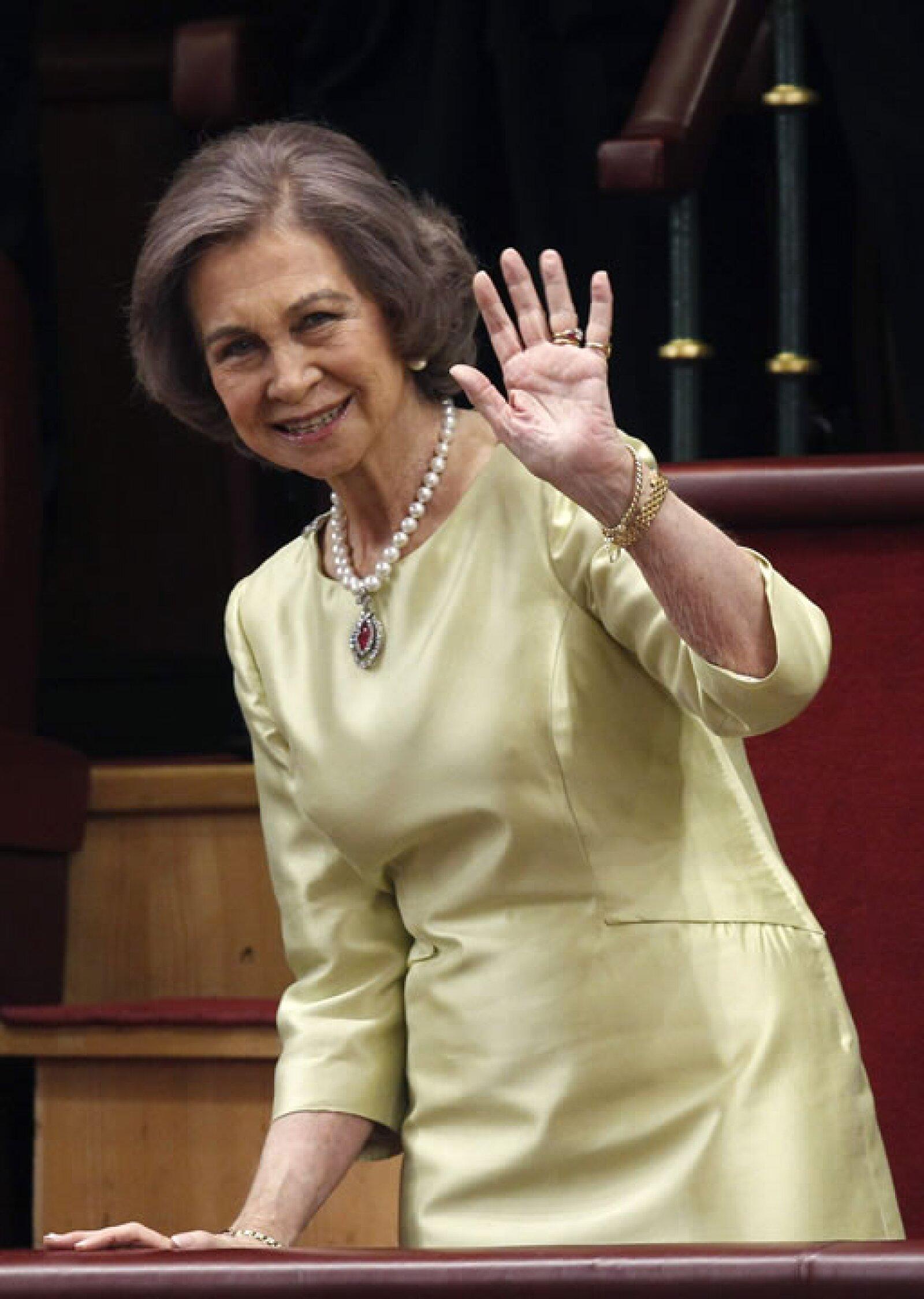 Doña Sofía recibió una imposrtante ovación después de que su hijo alabó su `impecable labor´.