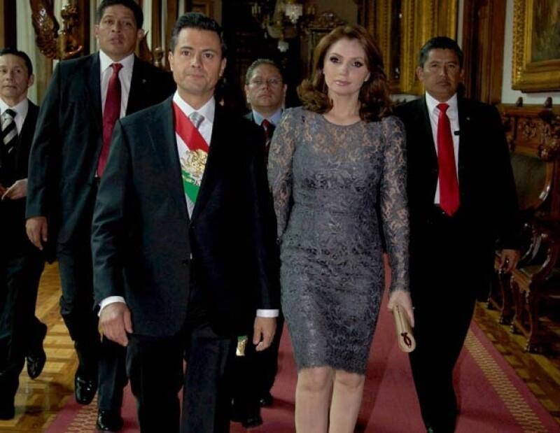 Amgélica Rivera acompaña a Enrique Peña Nieto en su primer mensaje a la Nación como Presidente de México.
