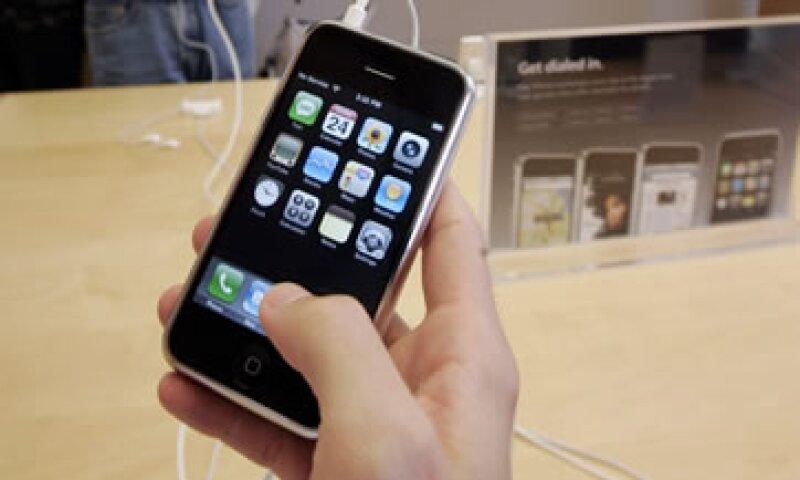 Las ventas del iPhone podrían reportarle a Sprint unos 6,000 mdd. (Foto: AP)