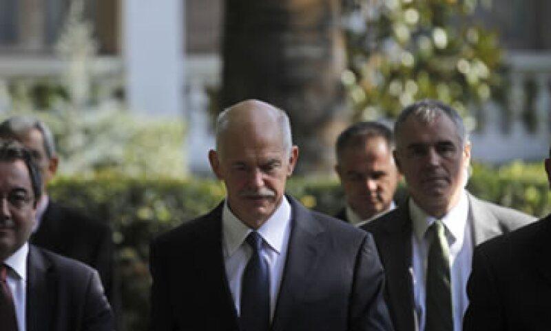 El primer ministro Papandreou dijo que el nuevo Gobierno de coalición requerirá cuatro meses para asegurar el nuevo acuerdo de rescate por 130,000 mde. (Foto: AP)