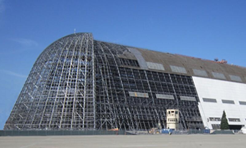 El hangar tiene casi 20 pisos de altura y 320 metros de largo. (Foto: Getty Images)