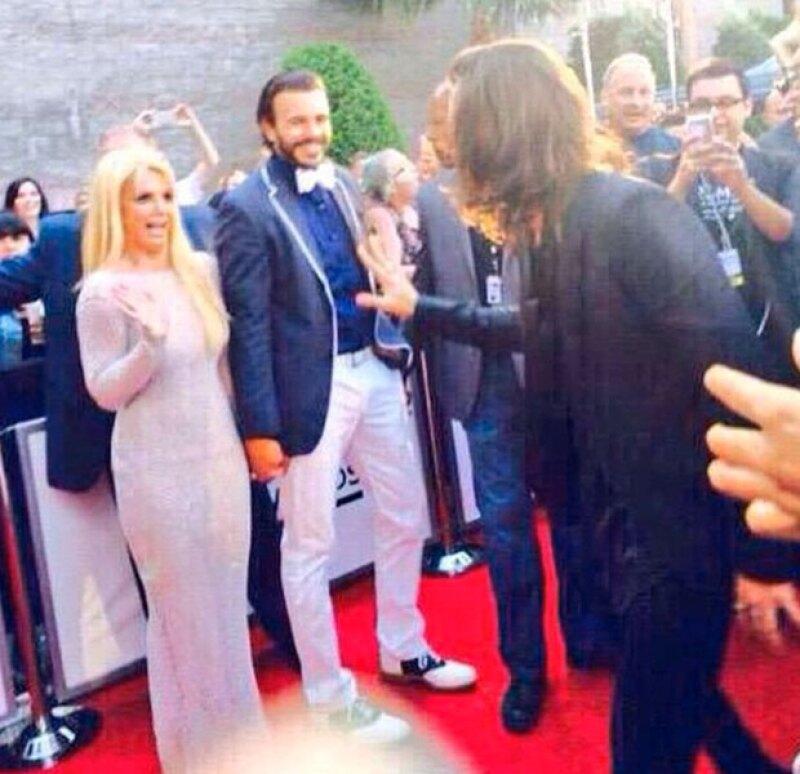 """Ni la """"princesa del pop"""" pudo evitar sentirse emocionada al conocer al integrante de One Direction durante el red carpet de los Billboard."""
