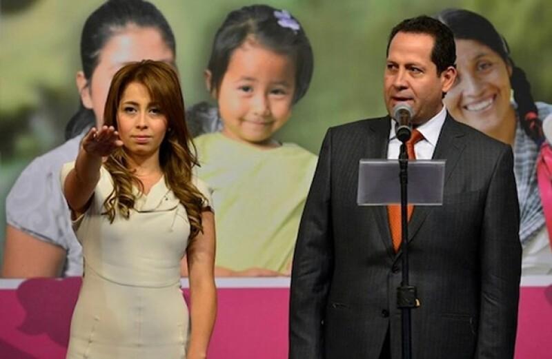 A sus 27 años, Isis Ávila Muñóz rindió protesta ayer. Su padre, el Gobernador del Estado de México, dijo sentirse emocionado y tener plena confianza que hará un buen trabajo.