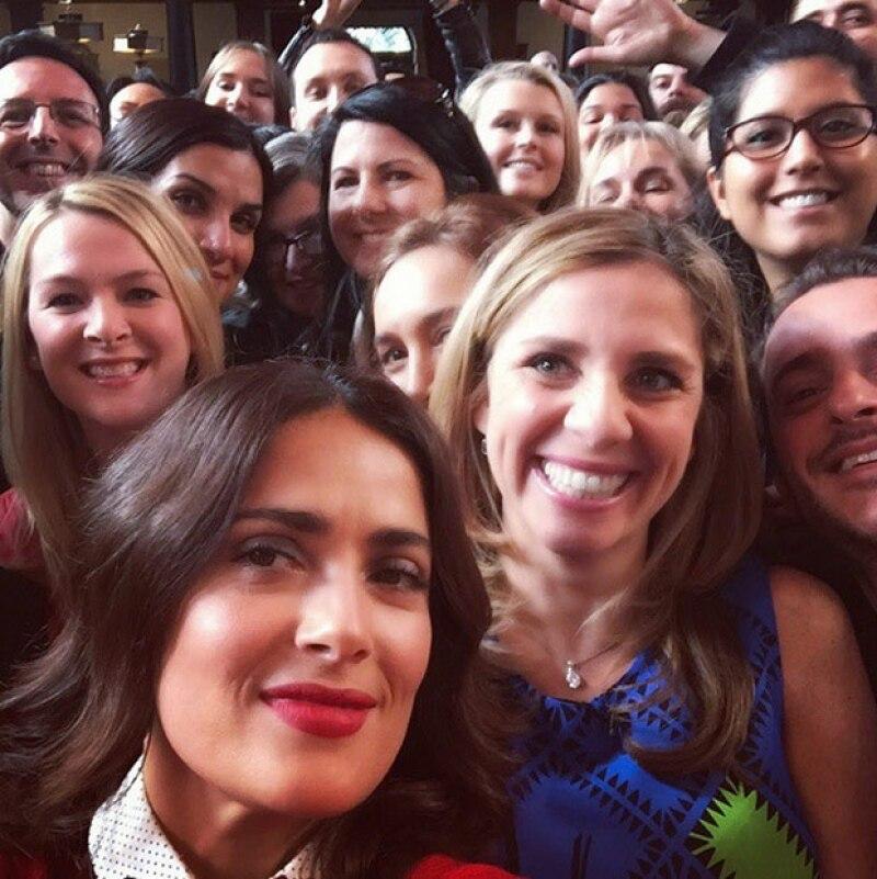 Es es la primera selfie de Salma Hayek, durante en evento en Londrez, que compartió hoy.
