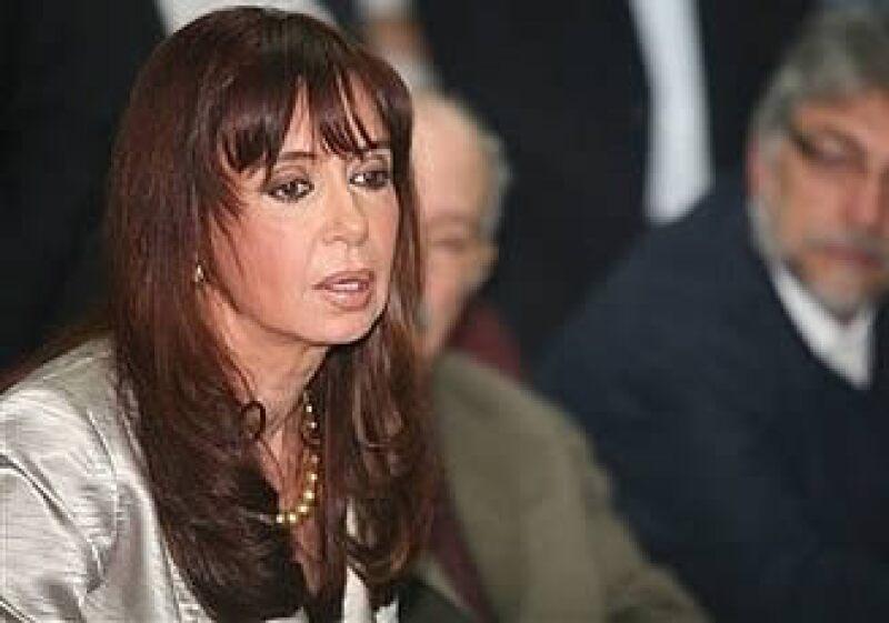 La mandataria argentina, Cristina Fernández, realizará una serie de debates para lograr consensos con su oposición en el Congreso. (Foto: AP)