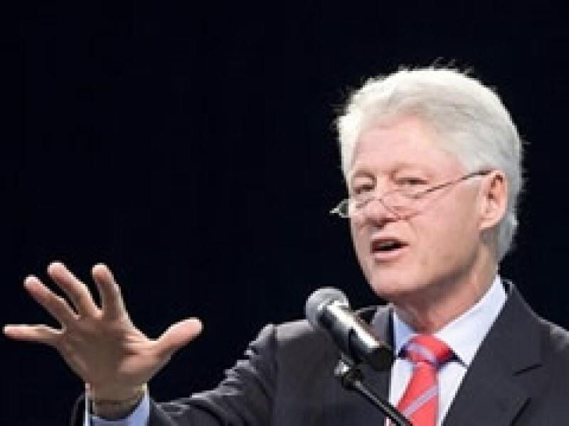 El esposo de la secretaria de Estado de EU, Hillary Clinton, percibe millonarias sumas por honorarios. (Foto: AP)