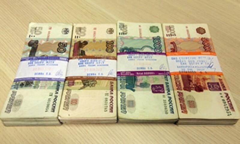 La depreciación del rublo dificulta que compañías y bancos rusos paguen a sus acreedores extranjeros. (Foto: Getty Images)