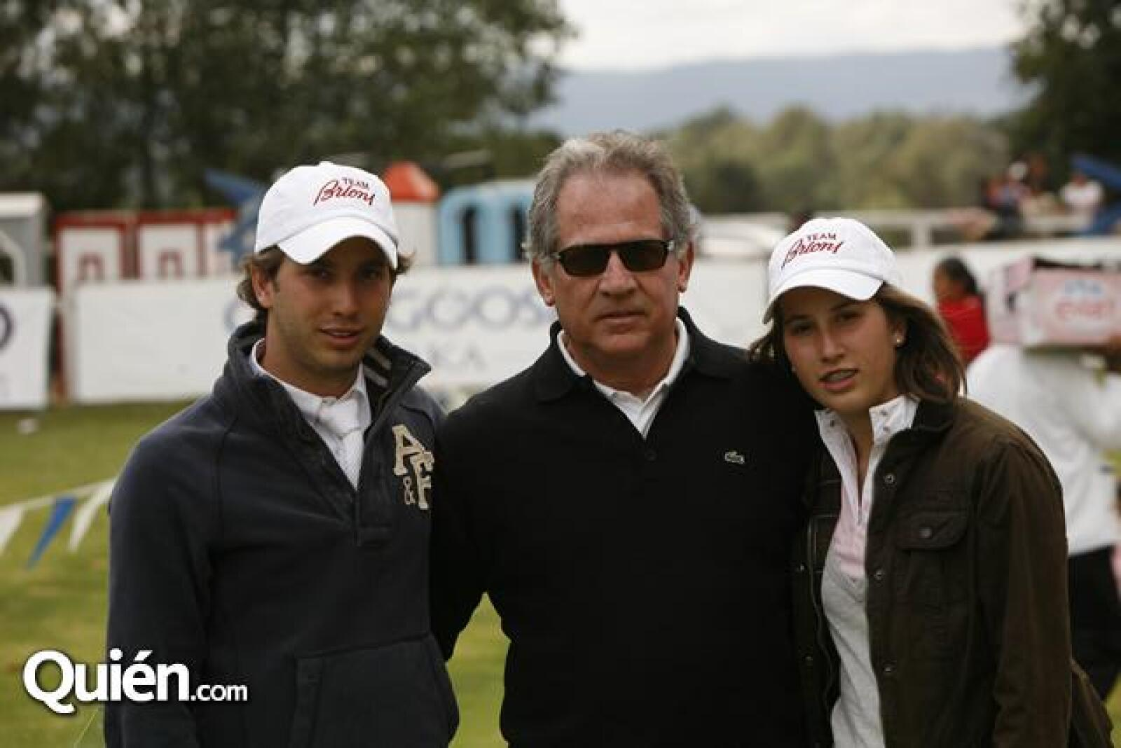 Andres Torres,Miguel Torres,Mónica Torres