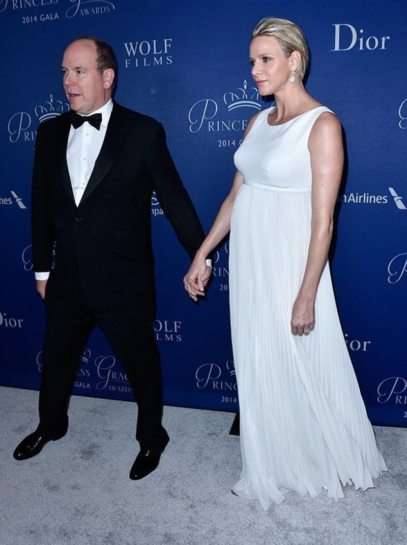 La princesa lució un admirable estilo durante la entrega de los premios Princesa Grace 2014: un diseño Christian Dior corte imperio favoreció su silueta de embarazada.