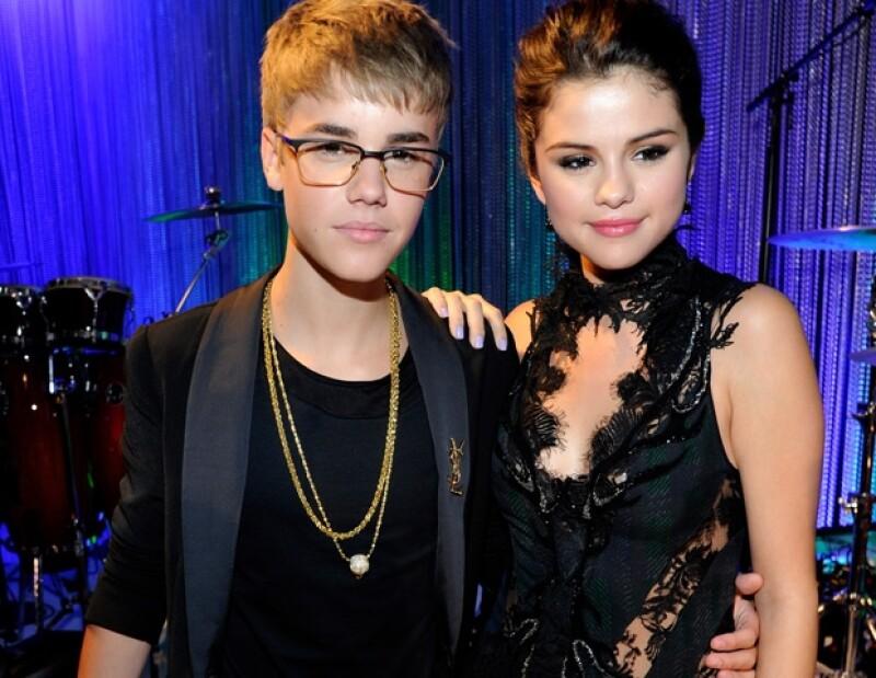 """La pareja tuvo una enfrentamiento, por lo que Selena no dudó en salir del lugar enojada y dejar solo al astro pop. El intérprete de """"Baby"""" la siguió rápidamente con la cabeza gacha."""