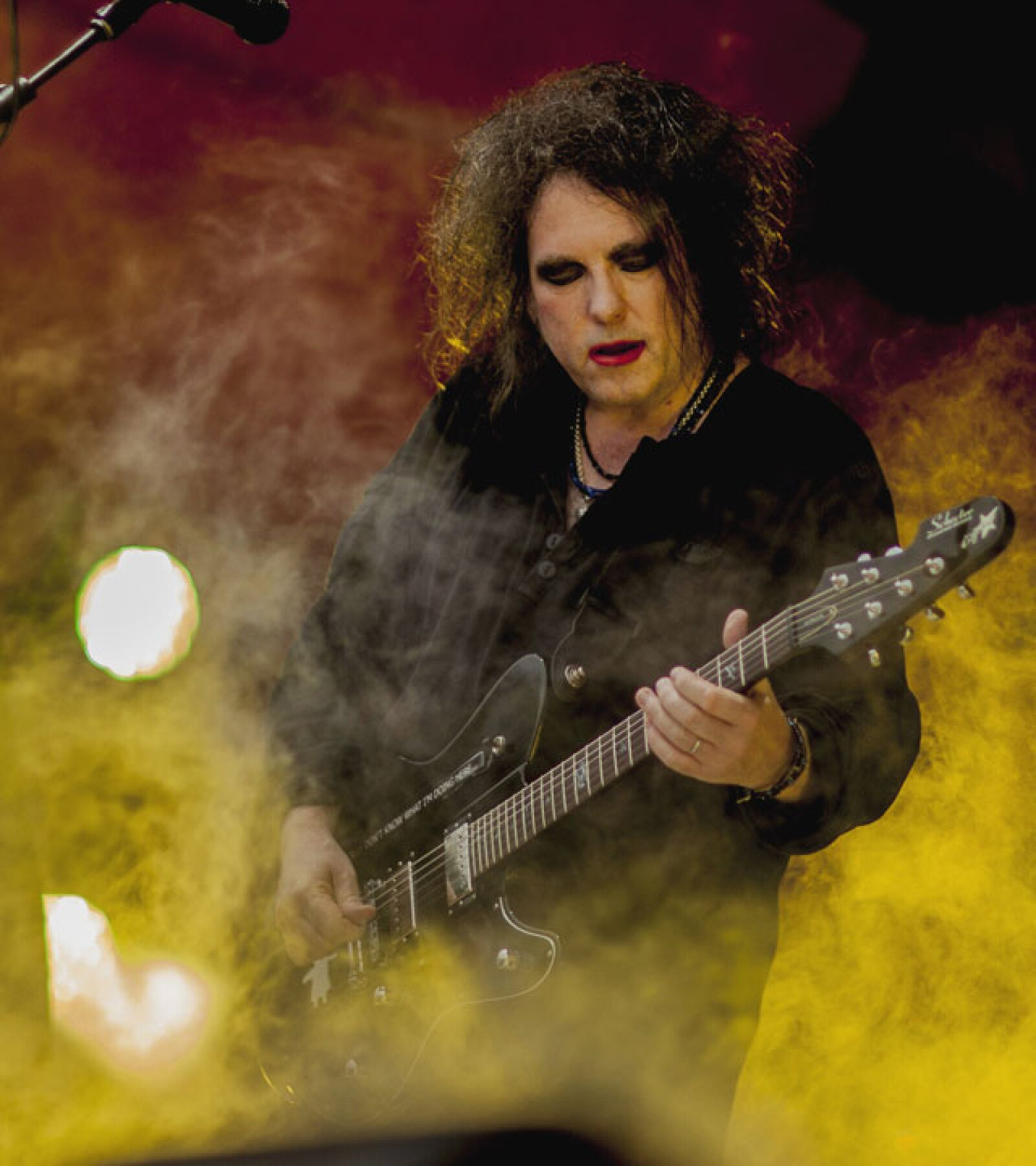Robert Smith de la banda británica The Cure prefiere el color rojo encendido para los labios.