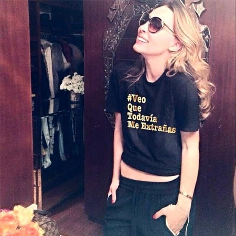 Después de su mediática pelea en Twitter, Belinda comenzó a vender una playera con la frase #VeoQueTodaviaMeExtrañas.