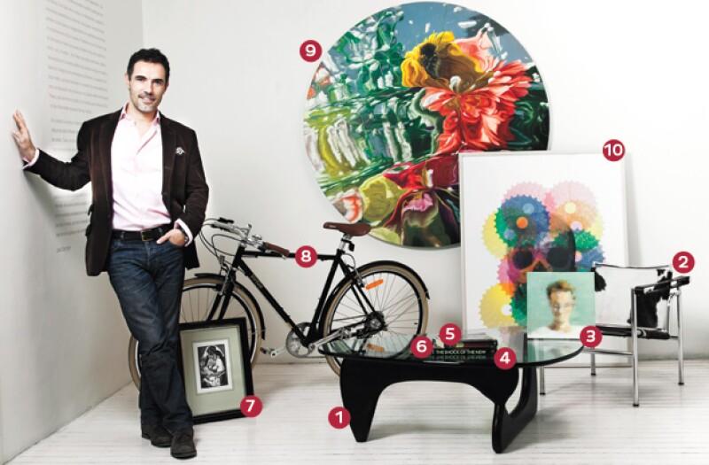 Santiago Toca posó con 10 objetos que han marcado su vida.
