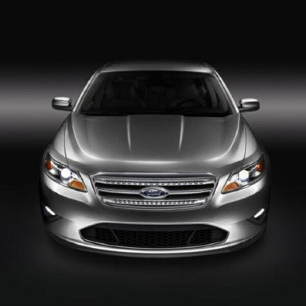 Con nuevo diseño y tecnología de punta, vuelve el popular auto de Ford que en 1986 cautivó al mercado. Tiene un motor Duratec de 3.5 litros y 6 cilindros en V, con potencia de 263 caballos de fuerza.