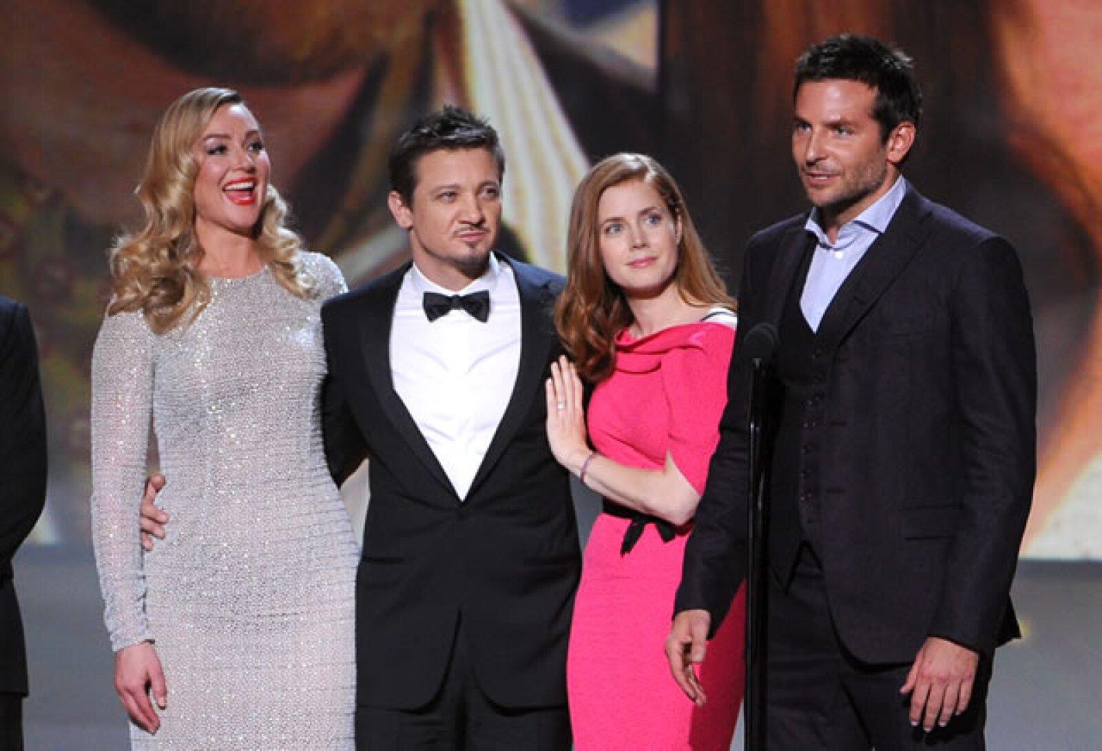 Elisabeth Rohm, Jeremy Renner, Amy Adams y Bradley Cooper.
