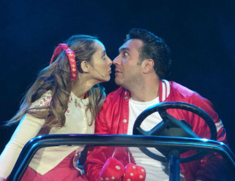 """Irán retoma el musical """"Vaselina"""" junto a su ex novio Alex Ibarra."""