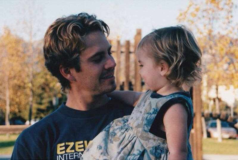 Meadow Walker compartió una tierna fotografía en la que la vemos cuando era una bebé entre los brazos de su papá, quien murió en noviembre de 2013 en un accidente.