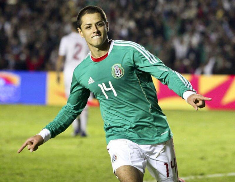 Después de darse de alta en la red social con la cuenta @CH14_, el delantero mexicano ya tiene más de 60 mil seguidores.