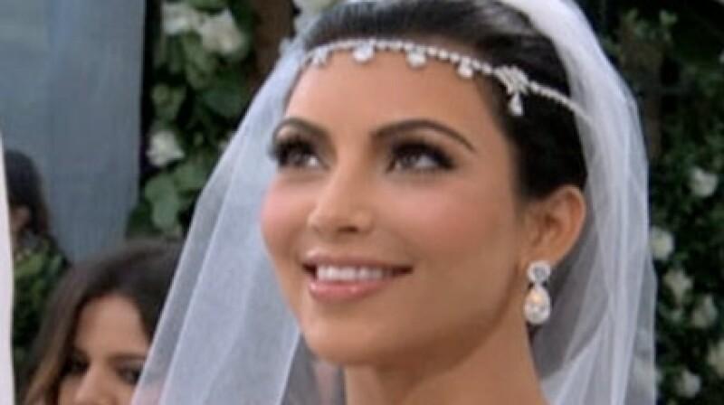 Kim Kardashian posó sin esposo Kris Humphries.