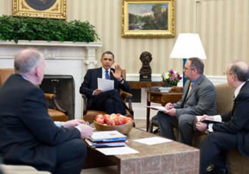 El presidente Obama se reunió con su equipo en la Oficina Oval para recibir información del sismo y el posterior tsunami en Japón (Foto: Reuters)