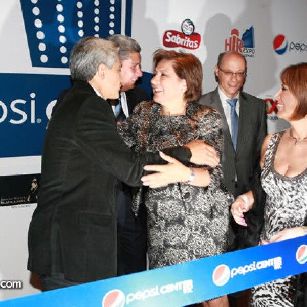 Miguel Ángel Mancera e Isabel Miranda de Wallace previo al corte de listón.