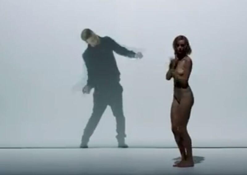 En este video de Justin Timberlake los desnudos son parte de todo el video.