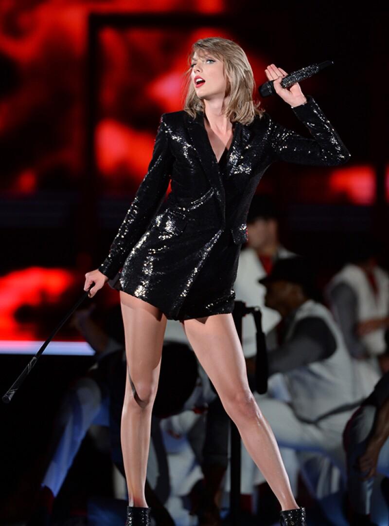 """Las cantantes se enfrentaron en Twitter luego de que la interprete de """"Anaconda"""" quedara fuera de la categoría """"Mejor video del año"""", en la que sí estuvo nominada la novia de Calvin Harris."""