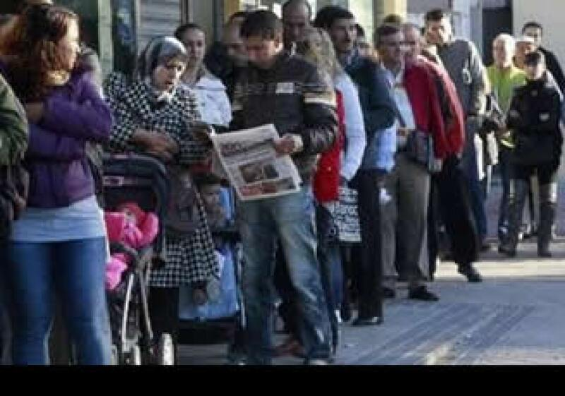 España, que padece un alto nivel de desocupación, adoptó diversos recortes en mayo. (Foto: Reuters)