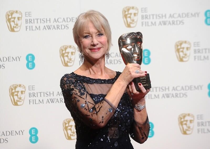 """La actriz de 68 años fue galardonada por su trayectoria en el cine inglés. Fue el nieto de la Reina quien le entregó un premio en honor a la actuación que hizo de su abuela en """"The Queen"""" de 2006."""