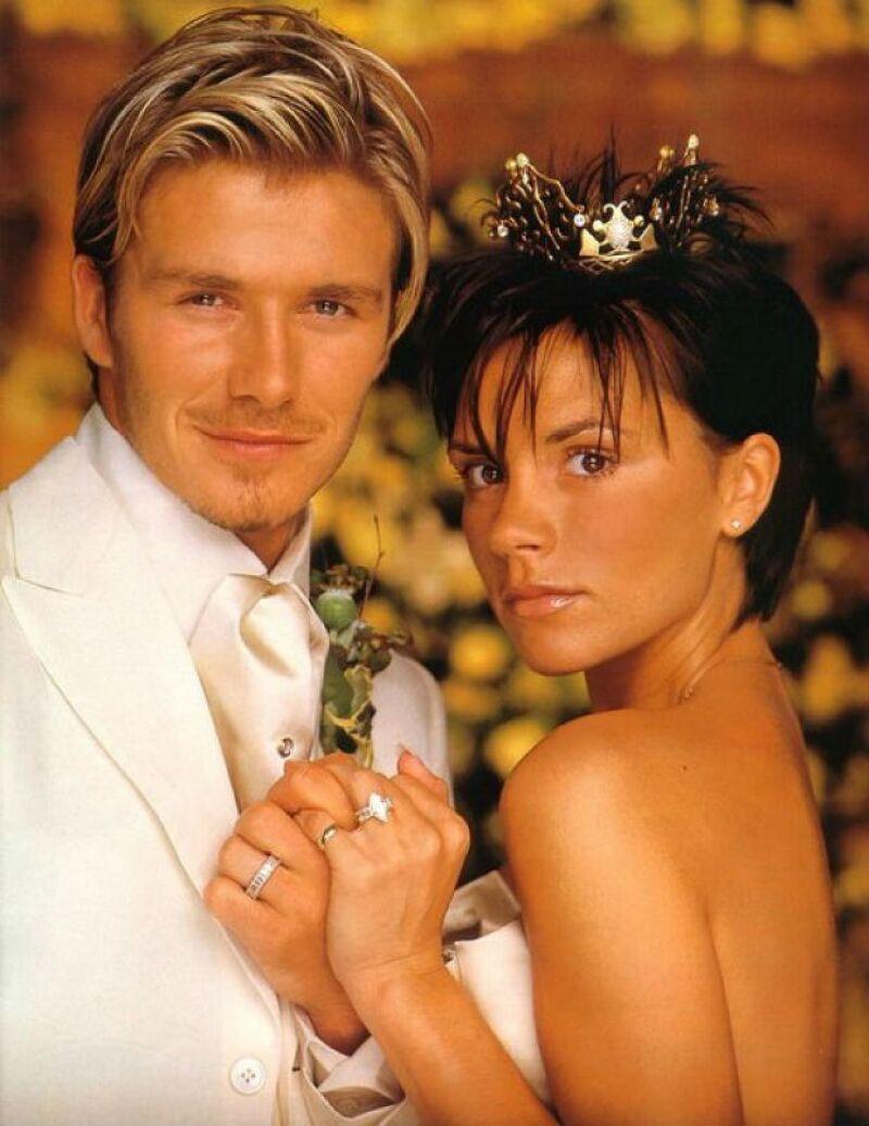 Victoria y David el día de su boda. La gran ausente fue la spice girl Geri Halliwell.