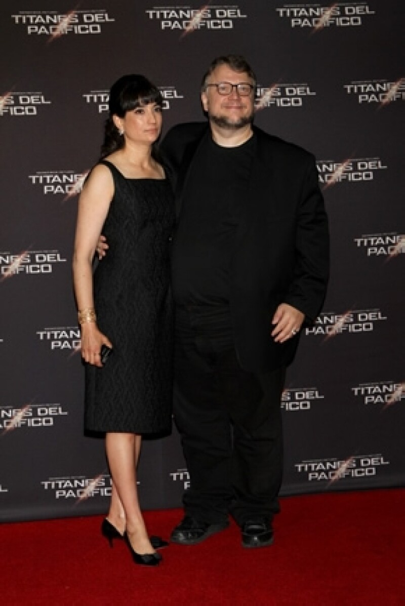 """El director de cine estuvo de visita en México para promocionar su nuevo filme """"Titanes del Pacífico"""". En una entrevista nos contó del gran apoyo que su esposa e hijas le brindan."""