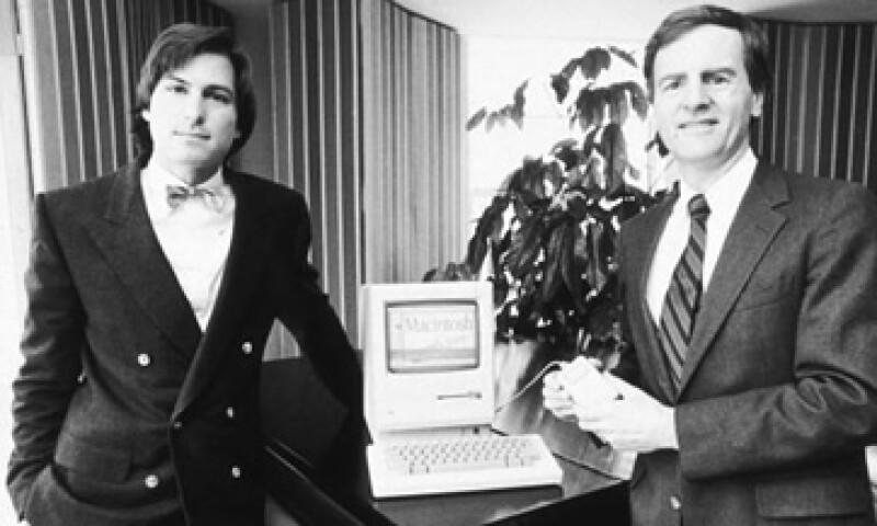 Sculley (d) lamenta no haber arreglado a tiempo sus diferencias con Jobs (i). (Foto: Getty Images)
