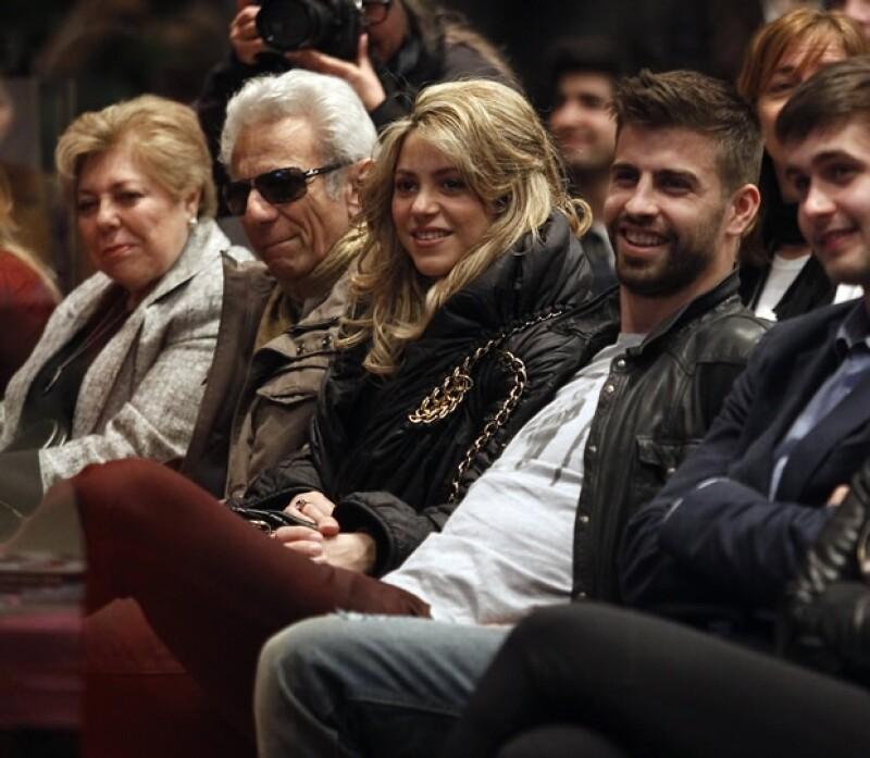 Luego del mediático noviazgo que la cantante tuvo con Antonio de la Rúa, y que ahora tiene consecuencias legales, los Mebarak están felices de que ahora su hija lleve una relación estable.