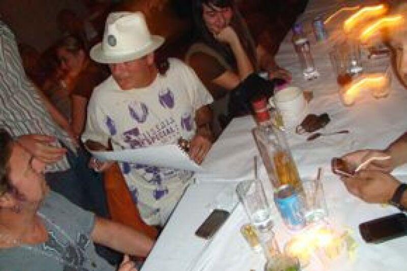 Santana firmó autógrafos y se tomó fotos con quien se lo solicitaba.